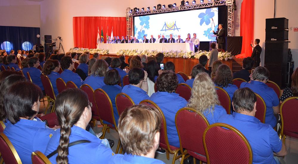 Encontro Estadual reúne cerca de 900 mulheres e solenidade de abertura conta com a presença do Governador Raimundo Colombo