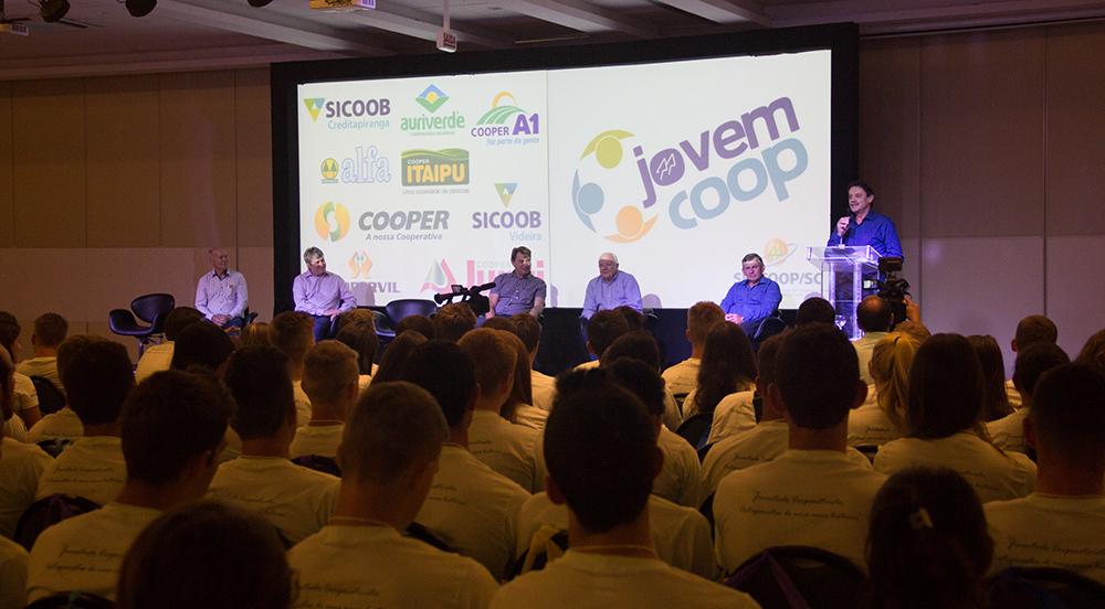 Jovens discutem empreendedorismo, criatividade e liderança no II Encontro Estadual do Programa JovemCoop