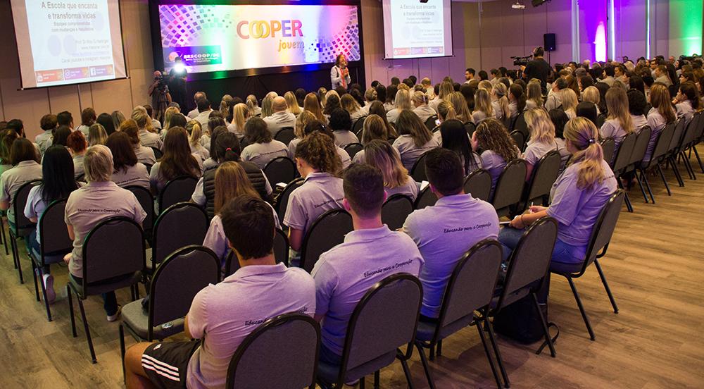 """6º Encontro Estadual do Programa Cooperjovem aborda tema """"Educando para a Cooperação"""" com palestras, oficinas e lançamento de livro"""