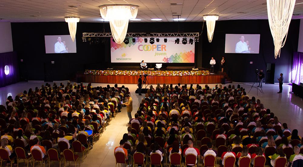 Encontro Estadual do Cooperjovem celebra 18 anos de educação para a cooperação nas escolas catarinenses